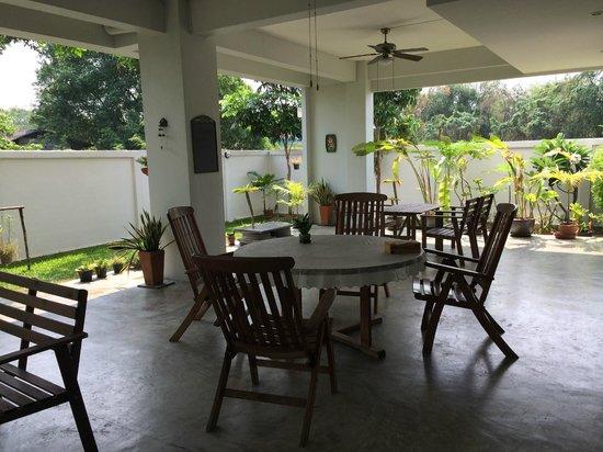 MEET Green Apartment: Dinning room