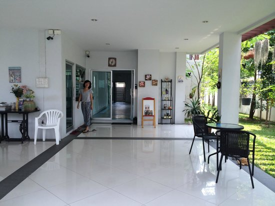 MEET Green Apartment : Lobby and the owner
