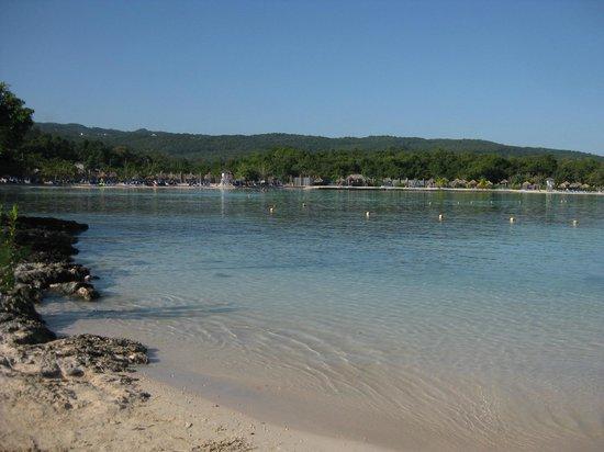 Grand Bahia Principe Jamaica : Facing beach