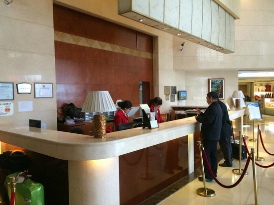 Airlines Travel Hotel Shanghai Pudong Airport Branch: Reception desk