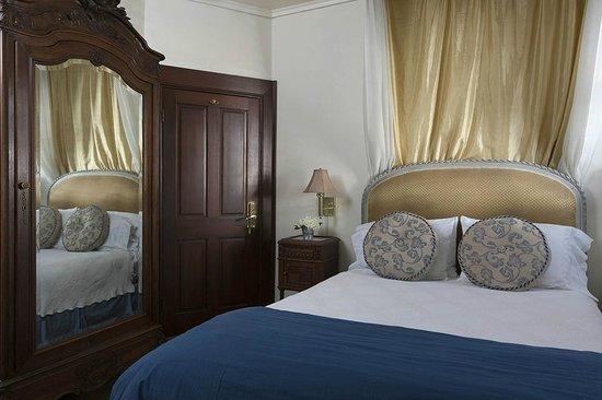 Washington Square Inn: Queen Guestroom