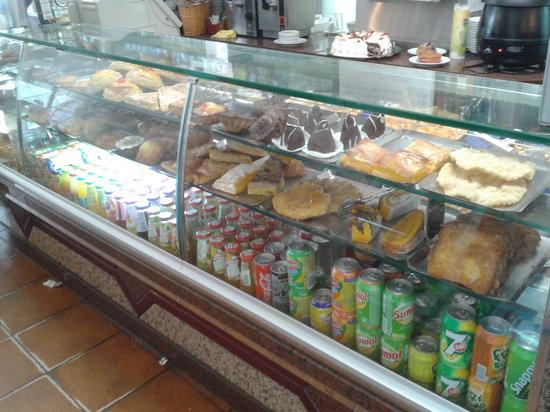 Restaurante A Muralha : vitrine de bolos