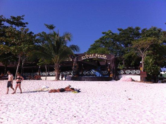Varin Beach Resort: entree de l'hotel sur la plage