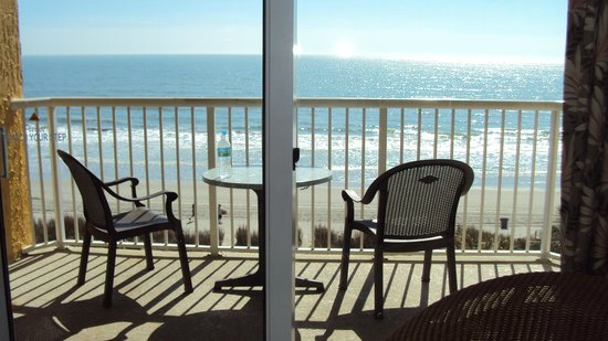 Shore Crest Vacation Villas: Coffee every morning on the balcony!