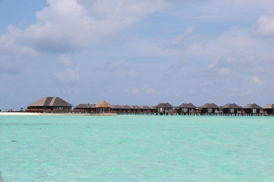 Olhuveli Beach & Spa Maldives: vue pilotis
