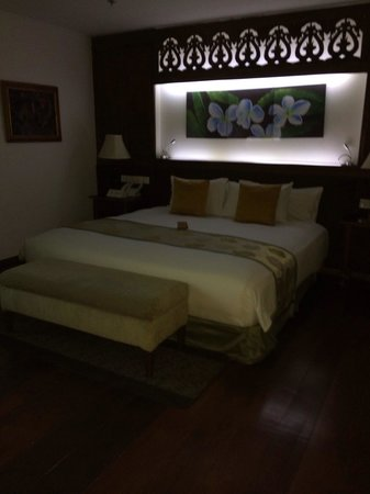 The Cocoon Boutique Hotel: Very comfortable king bed in one-bedroom suite.