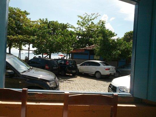 Pousada Refron du Mar: Vista de dentro do restaurante para a Praia do Pontal.