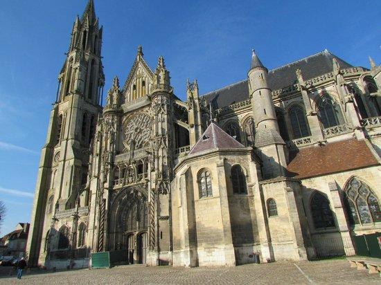 Cathédrale Notre-Dame de Laon : sur la place