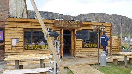 Restaurante Ahonikenk Chalten Fonda Patagonia: La entrada