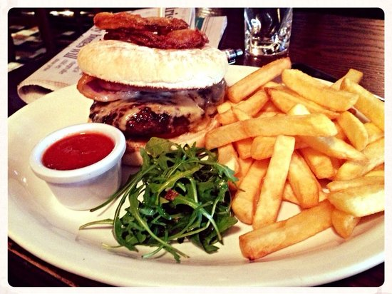 Courthouse Hotel: Angus Burger & chips