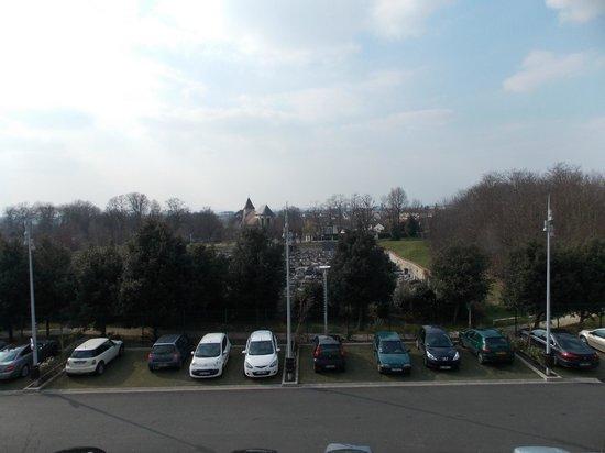 Relais Spa Paris-Roissy CDG : Vista para o cemitério