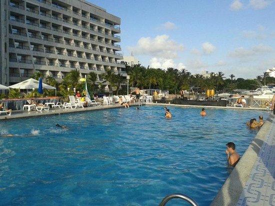 GHL Relax Hotel Sunrise: Visão da piscina e das áreas recreativas.