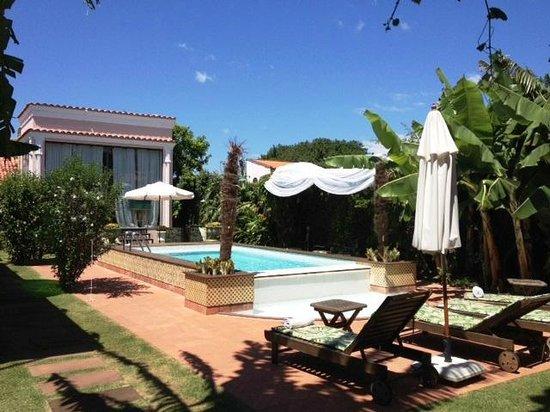 Hotel Boutique Quinta das Videiras: Piscina e área de massagem