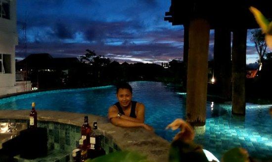 Sun Island Hotel & Spa Legian: pool & bar with great view