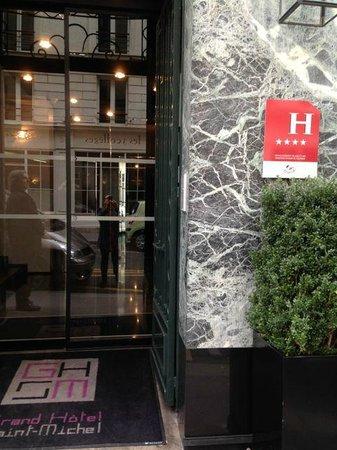 Grand Hotel Saint-Michel: Entrance