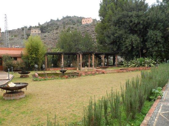 Domaine de la Roseraie: grounds