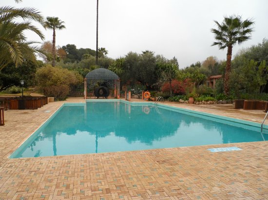 Domaine de la Roseraie: pool
