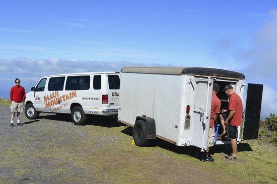 Maui Mountain Cruisers: van and bike trailer