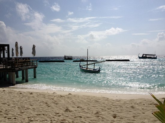 Constance Moofushi : View of the sea from Manta Dining area