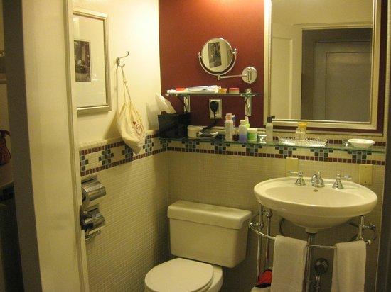 The Majestic Yosemite Hotel: Bathroom