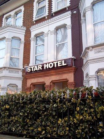 Star Hotel B&B: Außenansicht von der Straße