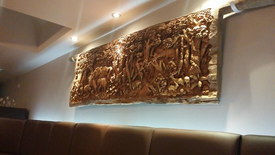 Carabao Thai Restaurant and Steak House: Traditional wood carving on the wall