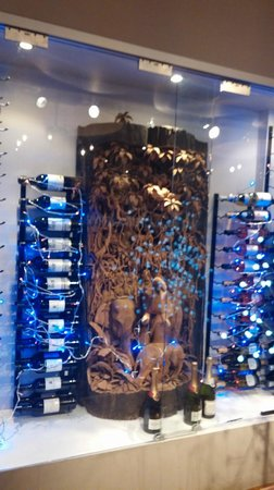 Carabao Thai Restaurant and Steak House: The lovely wine rack complete with wood carving and illumination