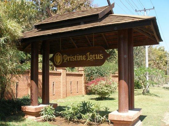 Pristine Lotus Resort: Entrance sign