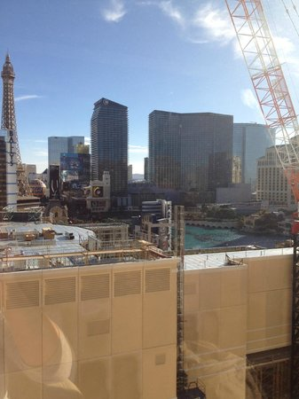 Flamingo Las Vegas Hotel & Casino: Construction next door with Bellagio fountain