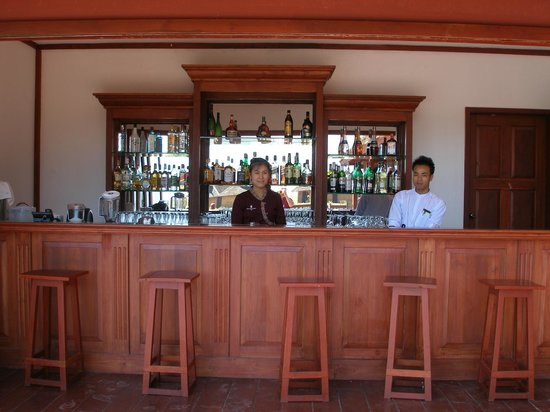 Pristine Lotus Spa Resort : Bar next to entrance to dining room (bar is outside)