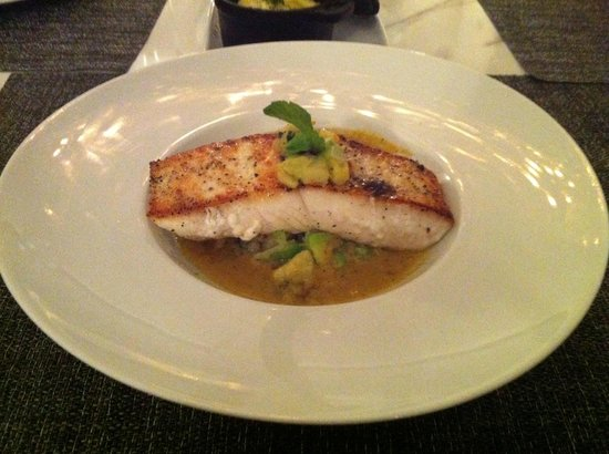 Simon Mansion Restaurant : TENDER FISH.