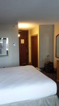 Hilton Newark Penn Station: Room- Q bed