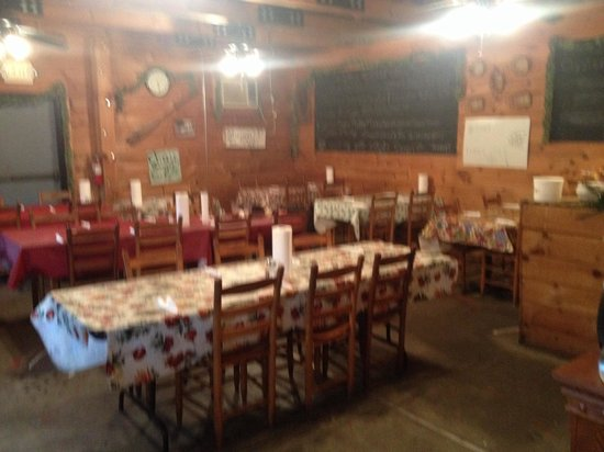 Luvan's Fish Camp: Dining room