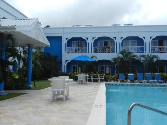 Pool & rooms at the Bay Gardens Inn