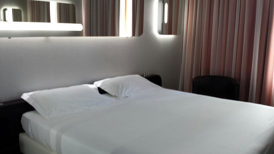 Hotel San Ranieri: Bed