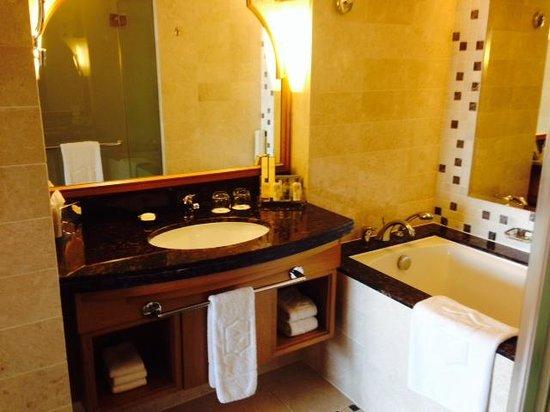 Shangri La Barr Al Jissah Resort & Spa-Al Bandar : Salle de bain