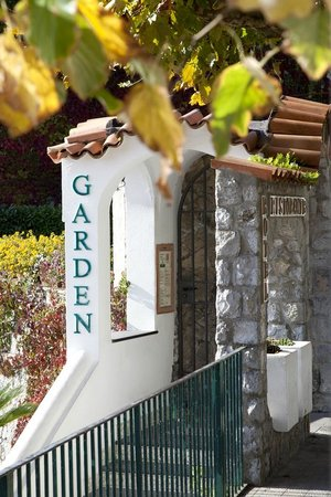 Garden Restaurant : THE ENTRANCE