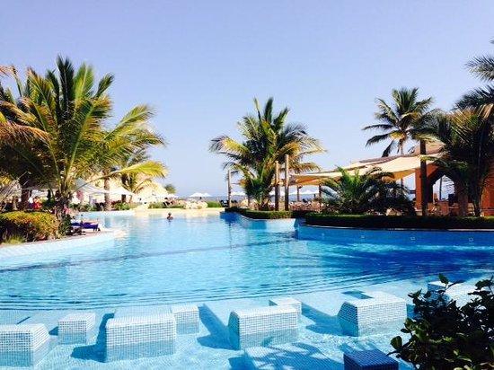 Shangri La Barr Al Jissah Resort & Spa-Al Bandar : la grande piscine ( chauffée)