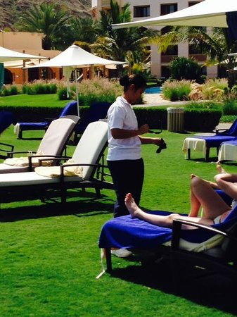 "Shangri La Barr Al Jissah Resort & Spa-Al Bandar : Miss ""lunettes"""