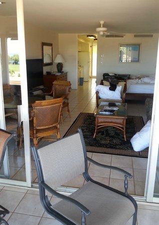 Maui Eldorado: View from lanai into studio kitchenette suite