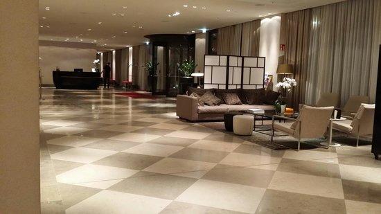 Crowne Plaza Berlin - Potsdamer Platz: Lobby