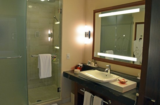 Battery Wharf Hotel, Boston Waterfront: Bathroom 3134