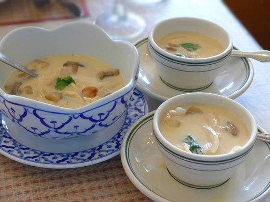Thai Satay Restaurant: Tom kha gai