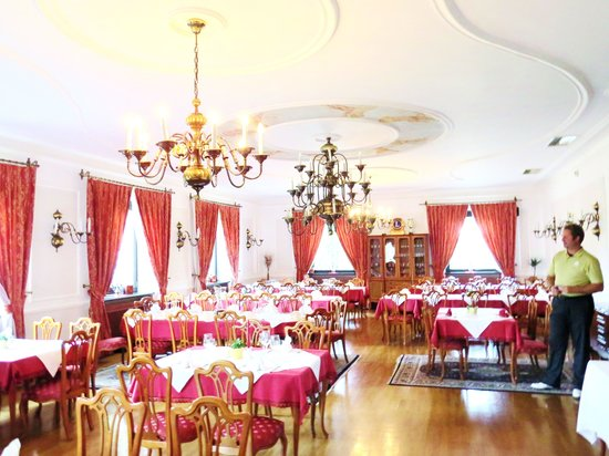 Golf Course Bled: dining room