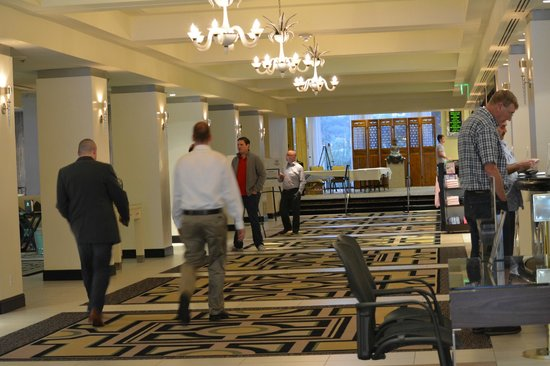 Sheraton Universal Hotel: lobby