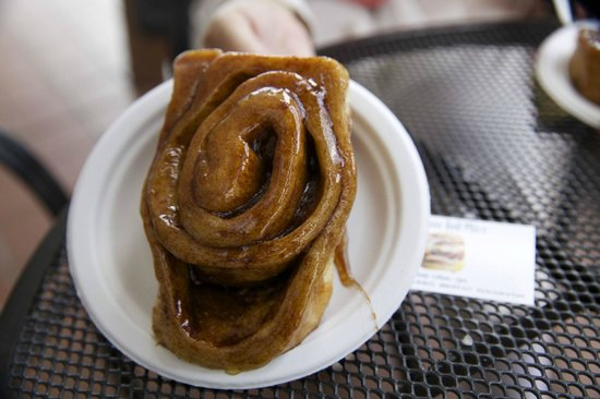 Cinnamon Roll Fair Hawaii: Delicious, warm and sticky Cinnamon Roll