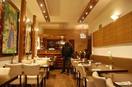 Purna Indian Restaurant: Dining hall