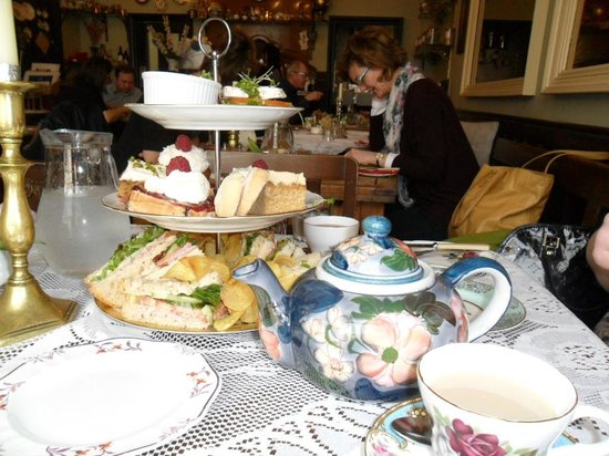 The Butterfly And The Pig : Our afternoon tea for two
