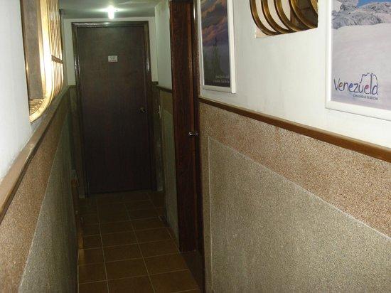 Hotel La Parada: Pasillo