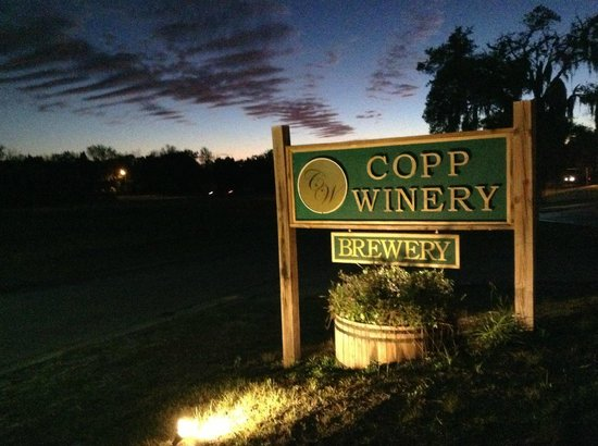 Copp Winery & Brewery : sign at sunset